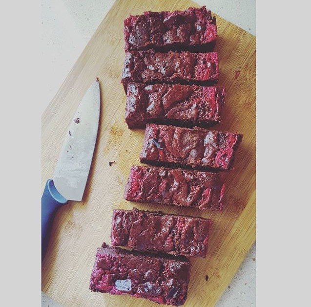 0-Ashsfitkitchen-raspberry-swirl-brownies